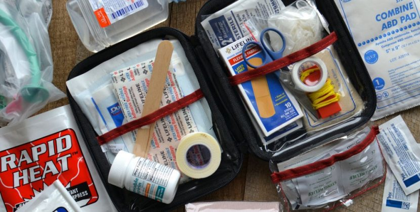 What Are 10 Items In A First Aid Kit